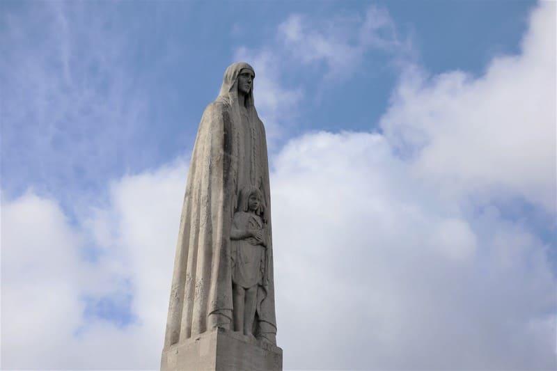 פול לנדובסקי: טיול בפריז בעקבות הפסל הגדול