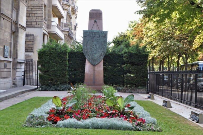 פול לנדובסקי, פול לנדובסקי: טיול בפריז בעקבות הפסל הגדול