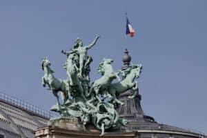 """פסל """"הרמוניה מנצחת את המחלוקת"""" גראנד פאלה צילום:Thesupermat"""