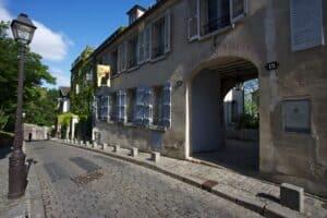 הכניסה למוזיאון מונמארטר מרחוב corot
