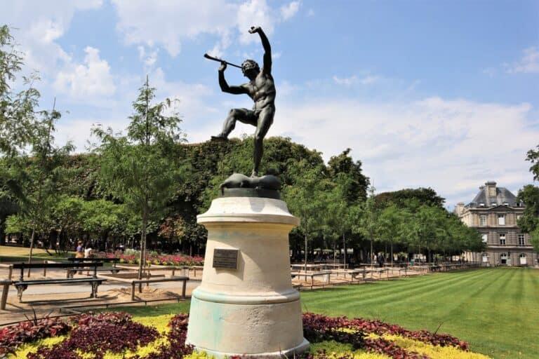 הפסלים, מסע מרתק בעקבות הפסלים של גני לוקסמבורג