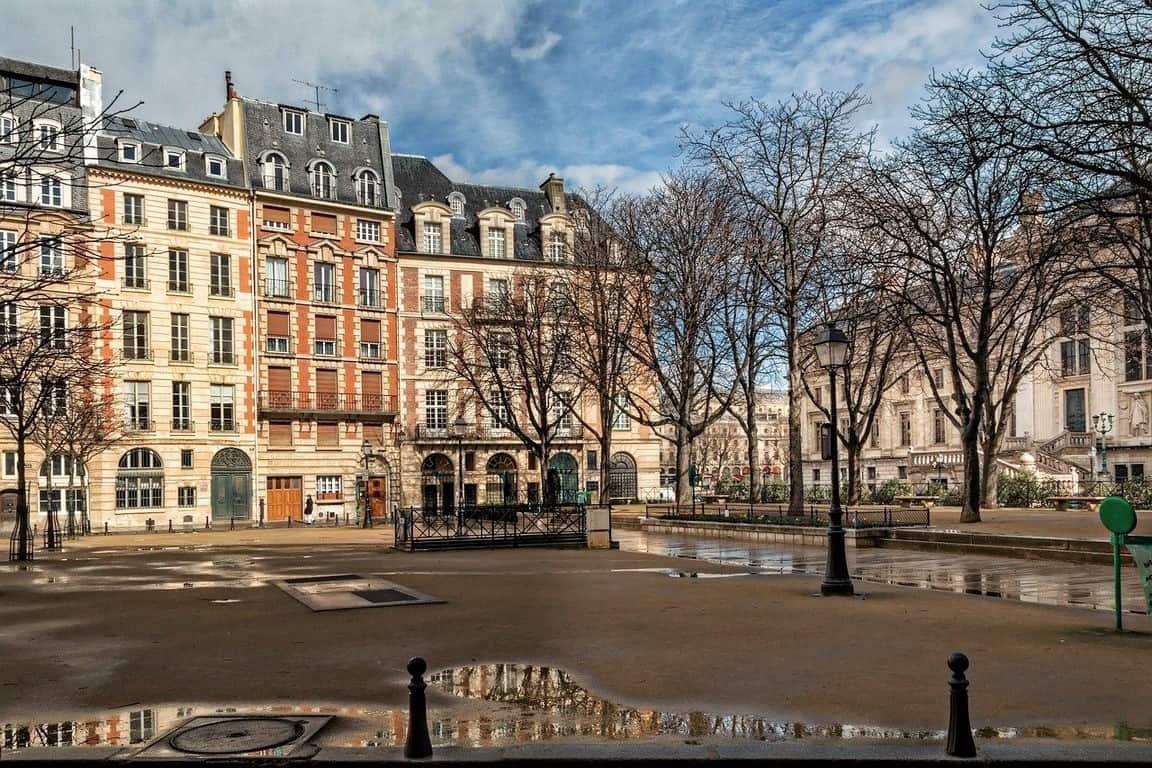 כיכר דופין פריז- קסם פריזאי שנשאר לעד